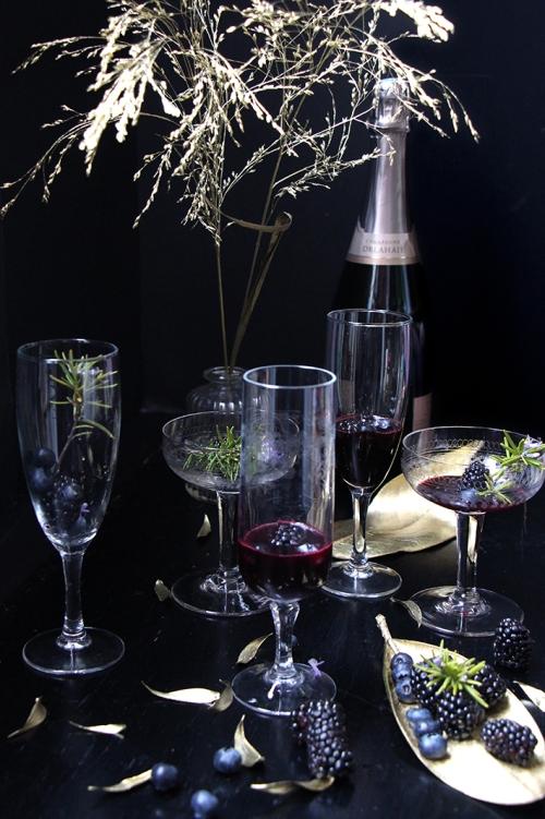 Coctail_champagne_mure_myrtilles_romarin_devorezmoi_02