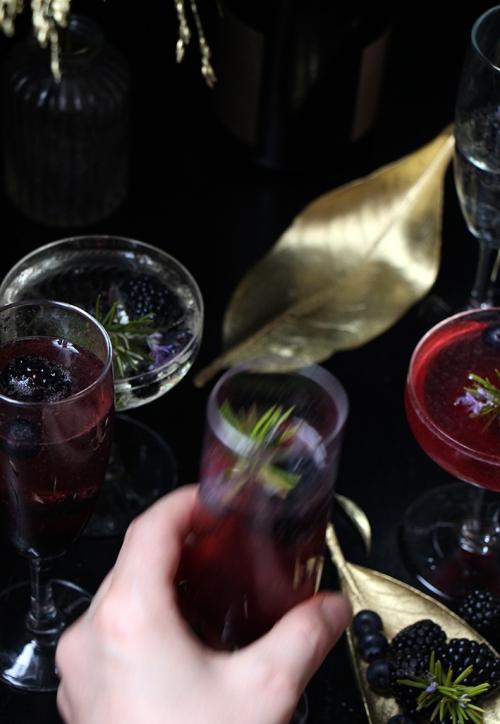 Coctail_champagne_mure_myrtilles_romarin_devorezmoi_08